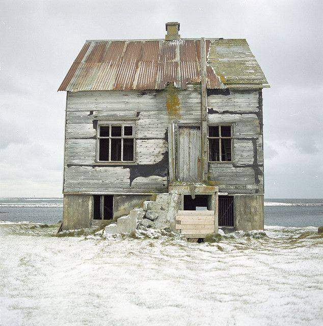 What is the story behind this dilapidated house on the beach wendy carlyle - The beauty of an abandoned house the art behind the crisis ...